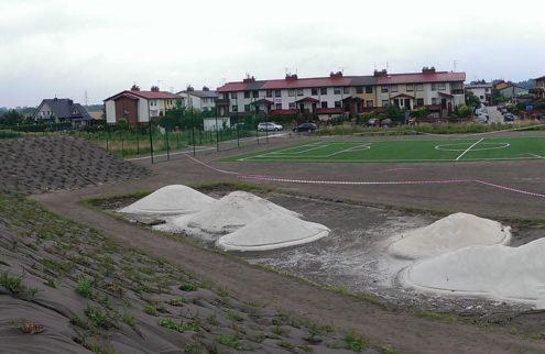 fabryka-ogrodow-zielen-przy-boisku-niwelacja-terenu-trawniki-nasadzenia-4