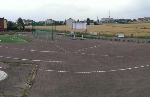 fabryka-ogrodow-zielen-przy-boisku-niwelacja-terenu-trawniki-nasadzenia-5