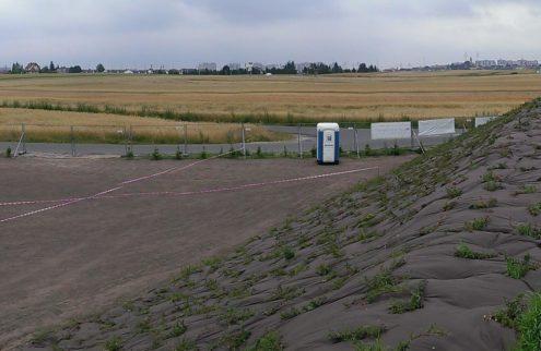 fabryka-ogrodow-zielen-przy-boisku-niwelacja-terenu-trawniki-nasadzenia-6